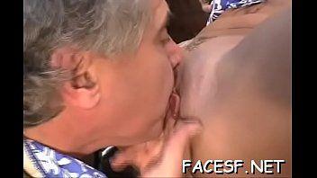 Mulheres safadas sabem que sentar no rosto é maravilhoso para os homens